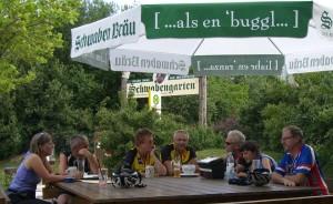 Foto der Radgruppe bei der Rast in Leinfelden